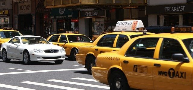 タクシーのサイネージ広告