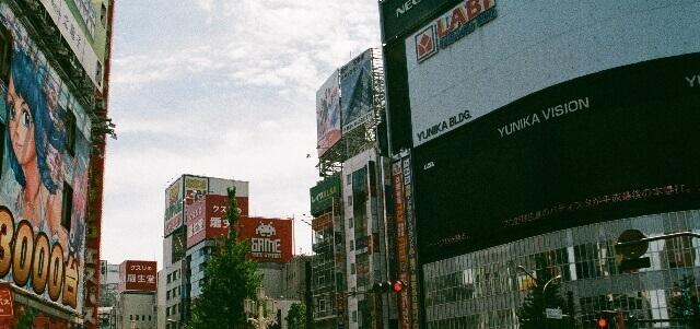 新宿のビジョン広告