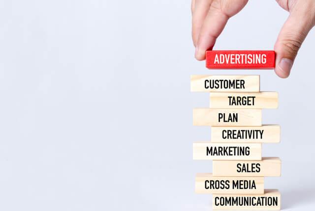Eight AdsはBtoB向けの広告サービス。他の広告手段と比較検討を