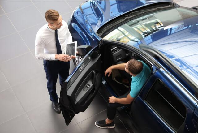 オフライン・オンラインの販売手法を織り交ぜて自動車販売戦略を立てよう