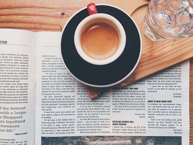 英字雑誌とコーヒー